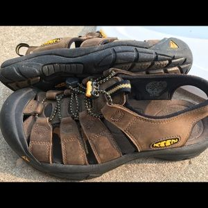 Keen men's size 8 brown leather sandals